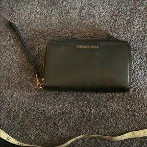 Michael Kors Doubke Zipper Wristlet Wallet